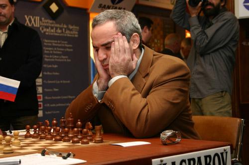 Kasparov à Linarès en 2005 (wikimedia)